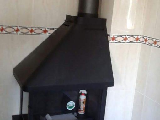 Instalación de chimenea rincón en cocina orientada al norte